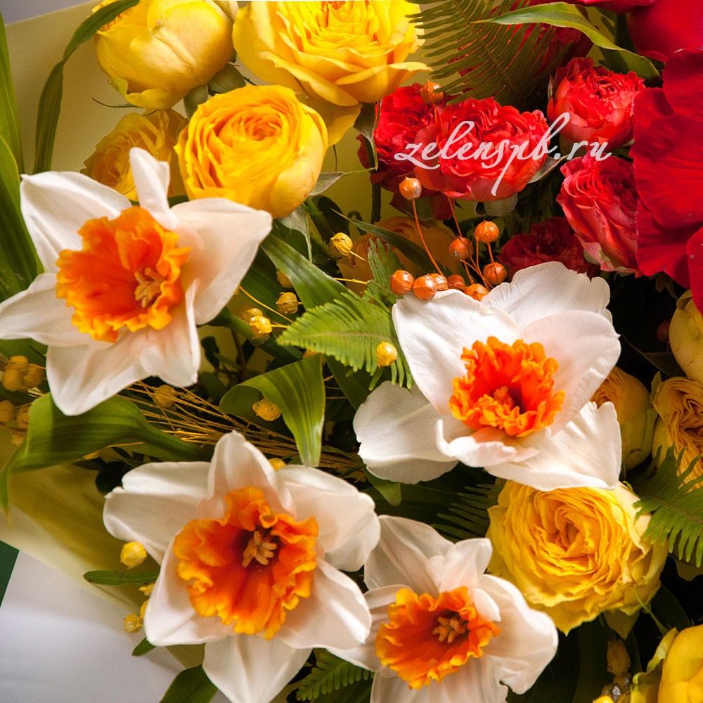 Букет с нарциссами и красными анемонами №13 - цветы в Спб