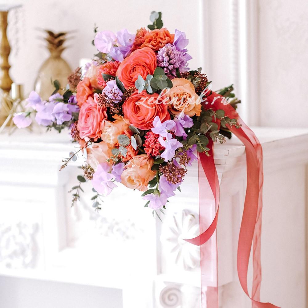 Свадьба в сиренево-оранжевых тонах. Букет невесты.