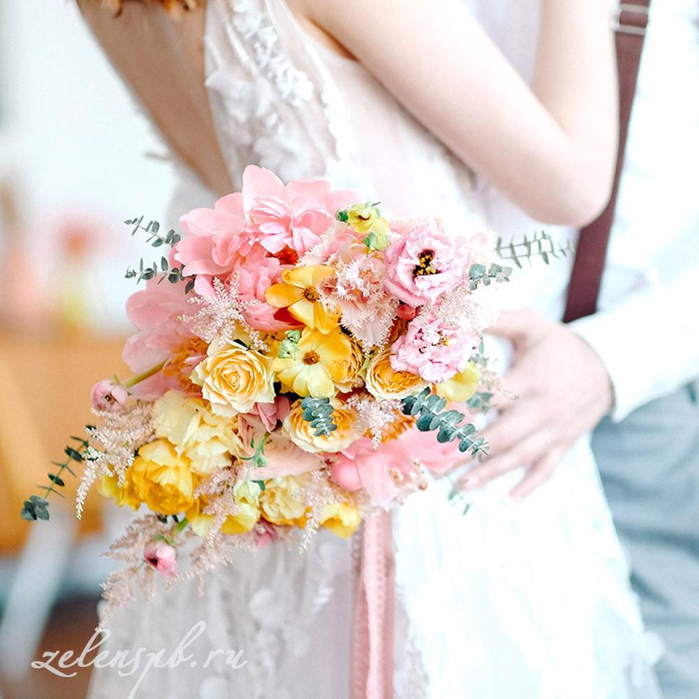 Свадьба в жёлто-розовых тонах. Букет невесты.