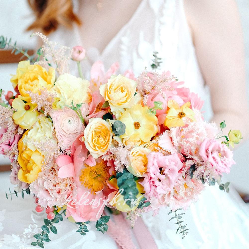 Свадьба в жёлто-розовых тонах. Букет и невеста.