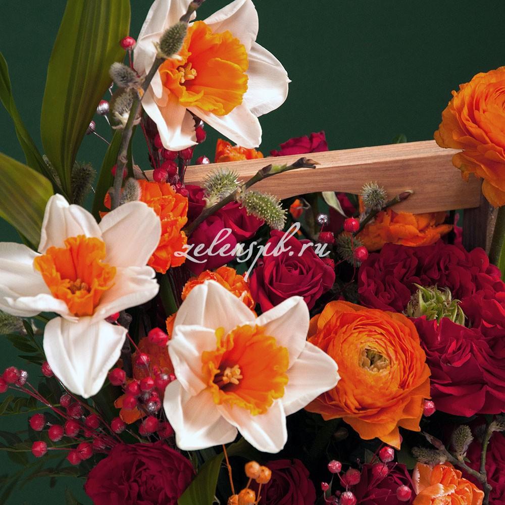 Ящик в красно-оранжевой гамме с нарциссами №8 - цветы в Спб