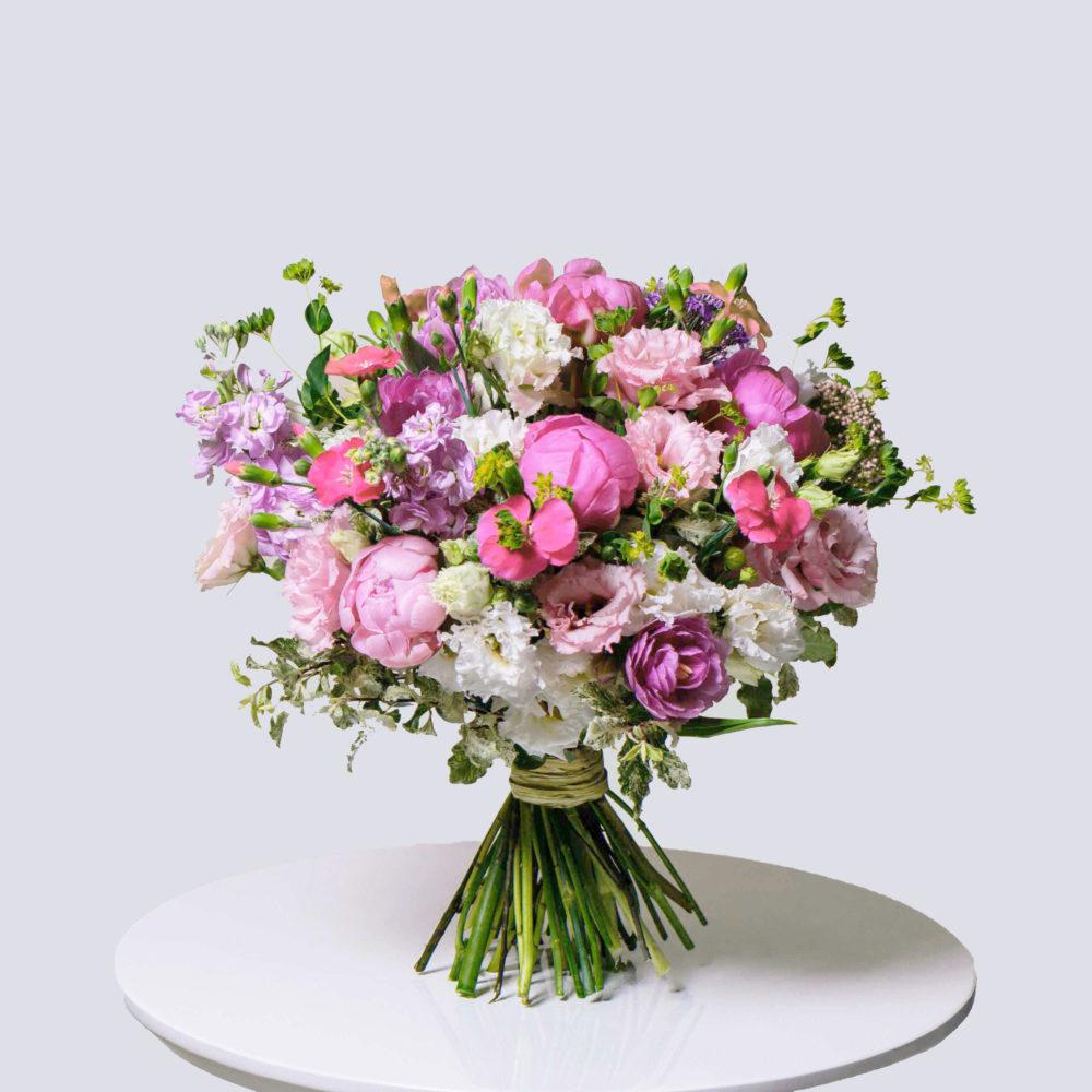 Круглый букет в розовой гамме с пионами №18 - купить цветы в Санкт Петербурге