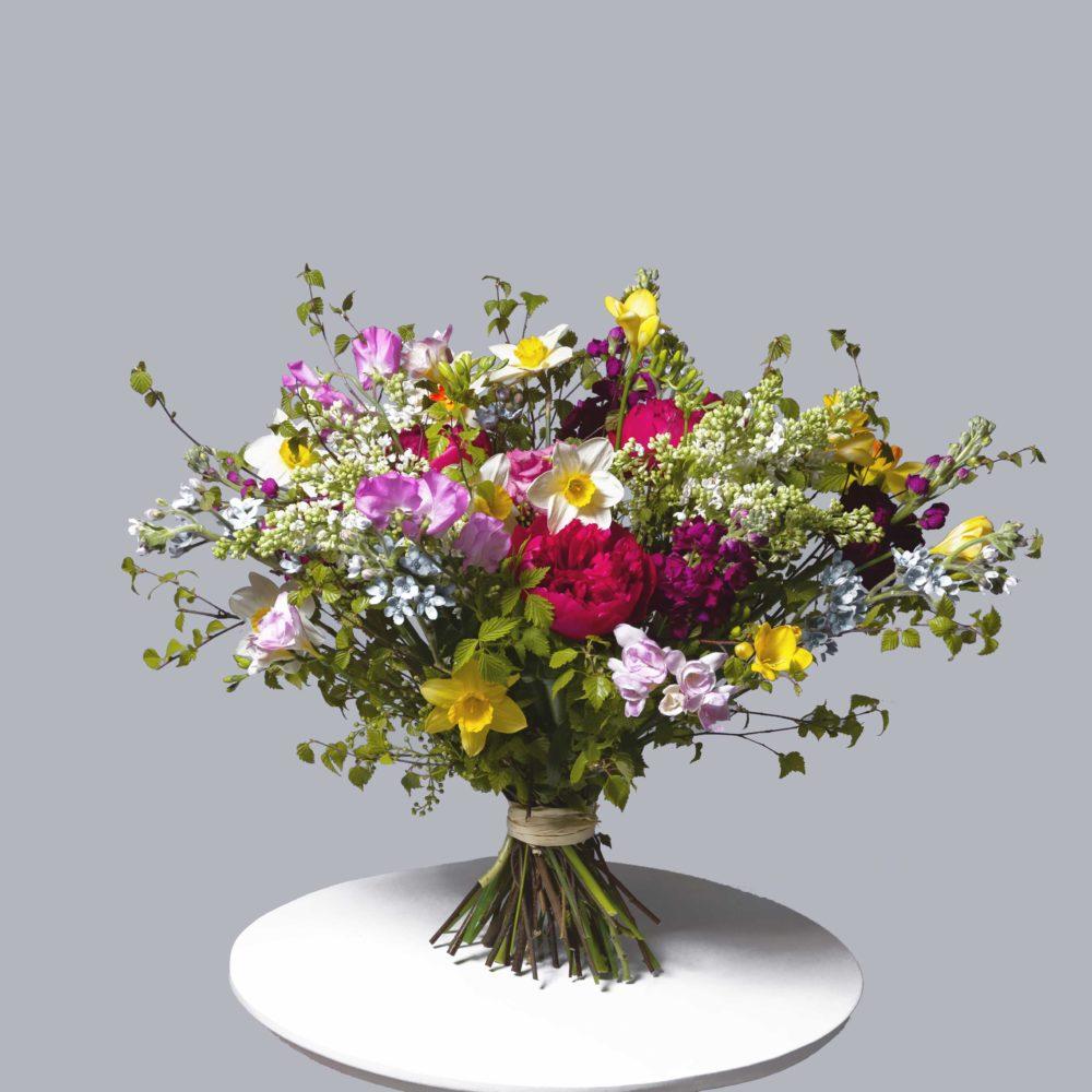 Букет в яркой гамме с сиренью №17 - купить цветы в Санкт Петербурге
