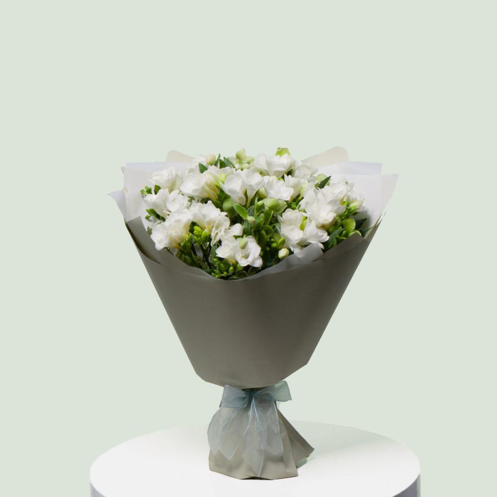Монобукет из фрезий №1 - купить цветы в Санкт Петербурге