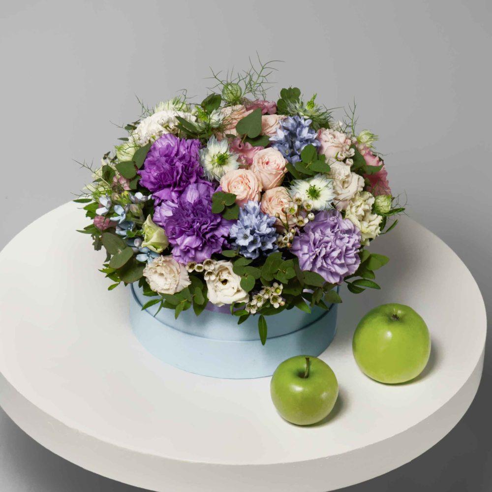 Коробка с нигеллой и листьями фисташки №2 - купить цветы в Санкт Петербурге