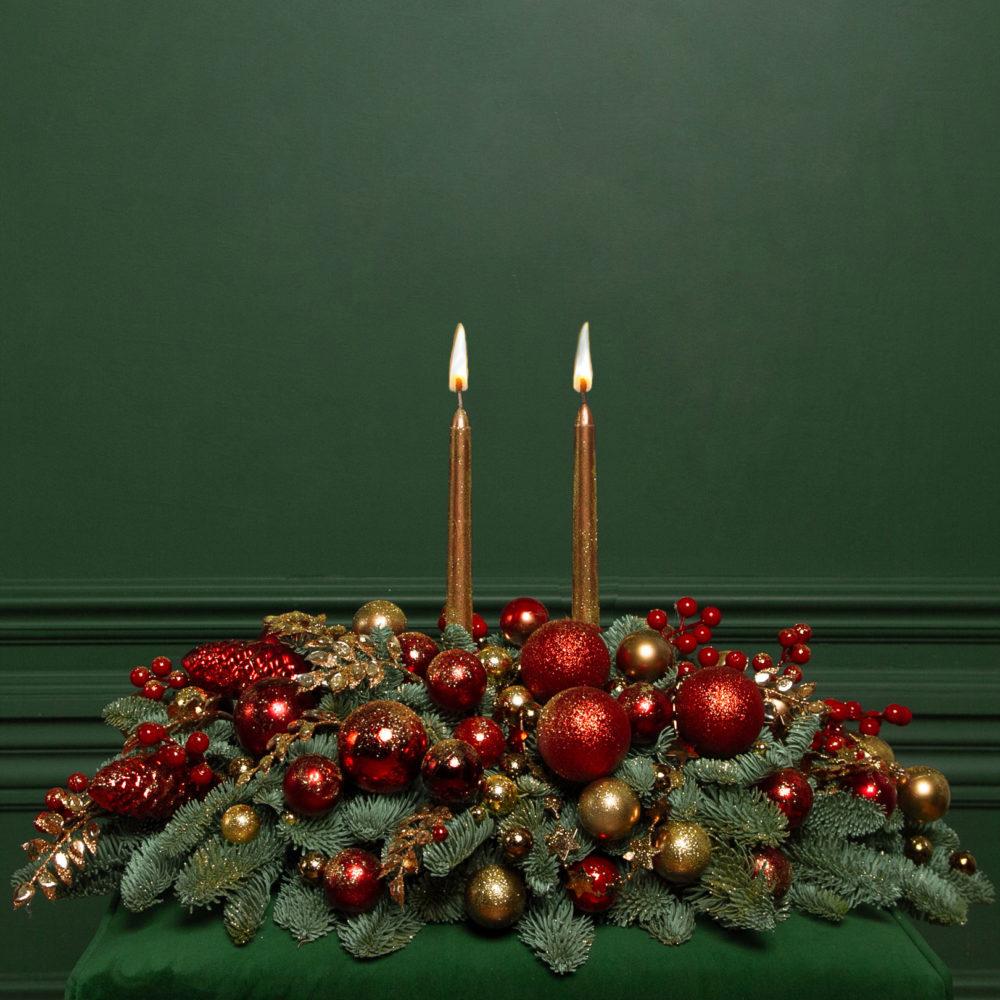 Новогодняя композиция со свечами из натуральной ели в красно-золотой гамме №18 - купить цветы в Санкт Петербурге