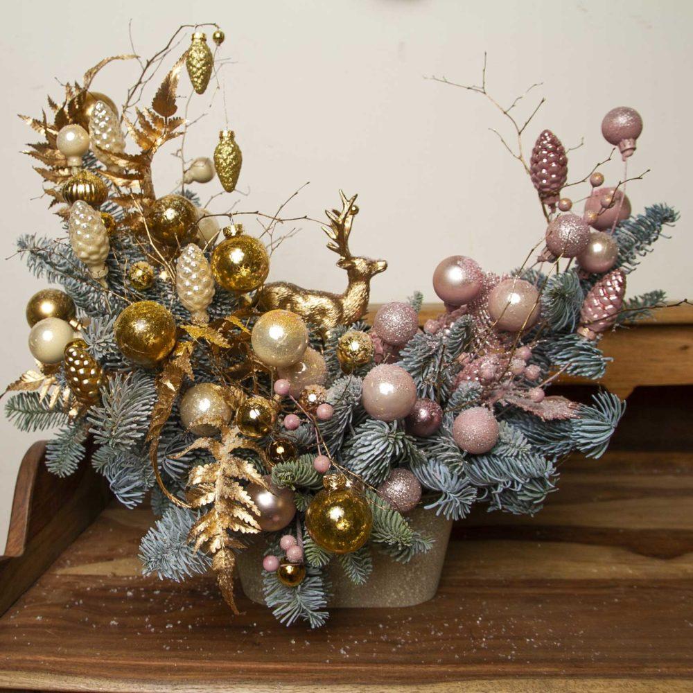 Настольная новогодняя композиция из натуральной ели в золотисто-розовой гамме №26 - купить цветы в Санкт Петербурге