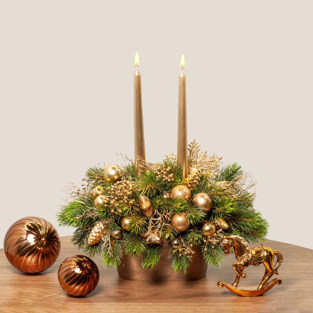 Новогодняя композиция с двумя свечами в золотой гамме №28 - купить цветы в Санкт Петербурге