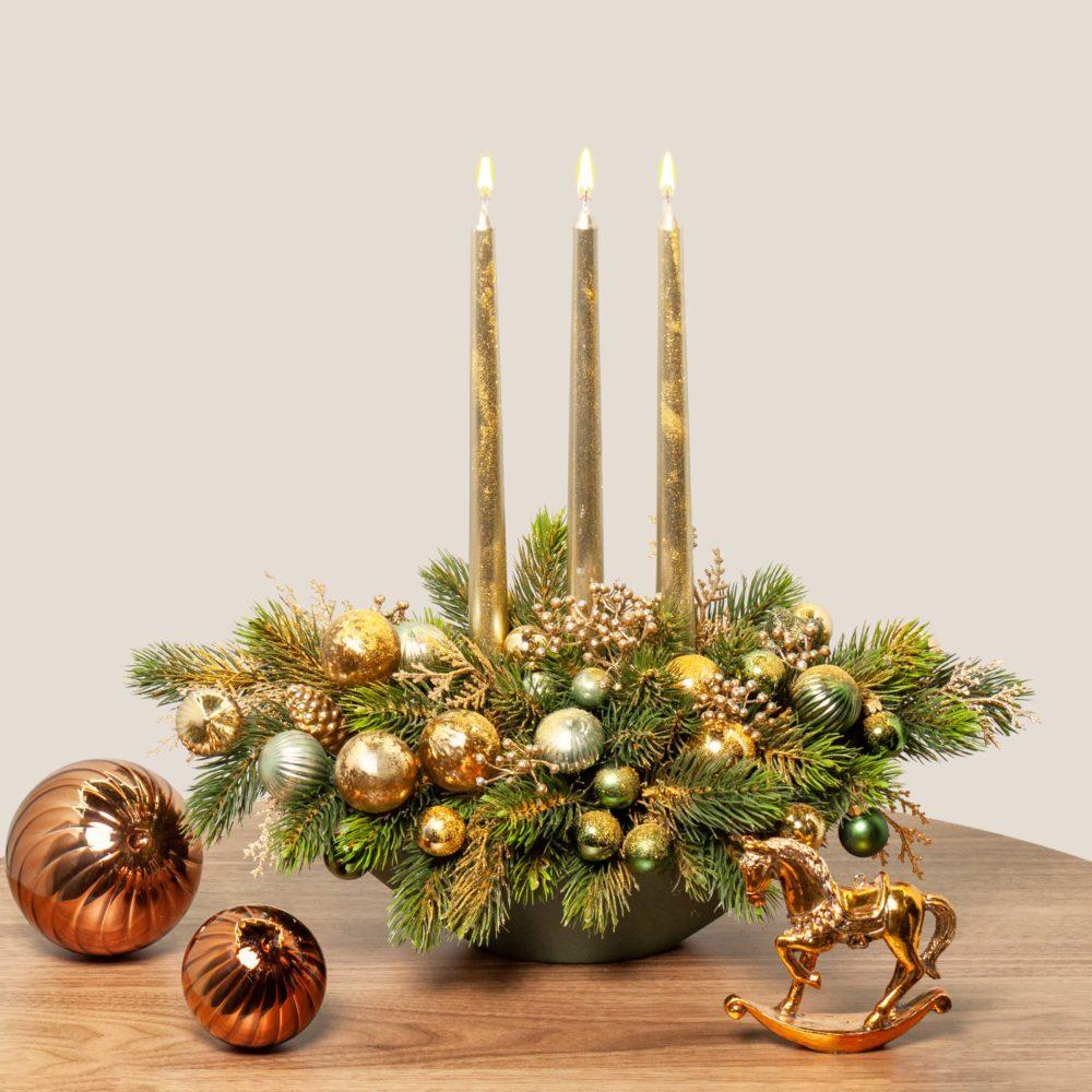 Новогодняя композиция с тремя свечами в зелено-золотистой гамме №29 - купить цветы в Санкт Петербурге