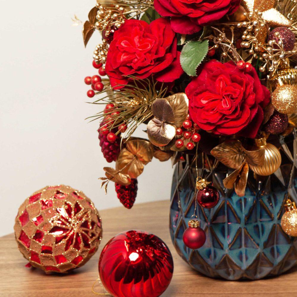 Новогодняя композиция с красными розами и двумя свечами №31 - цветы в Спб
