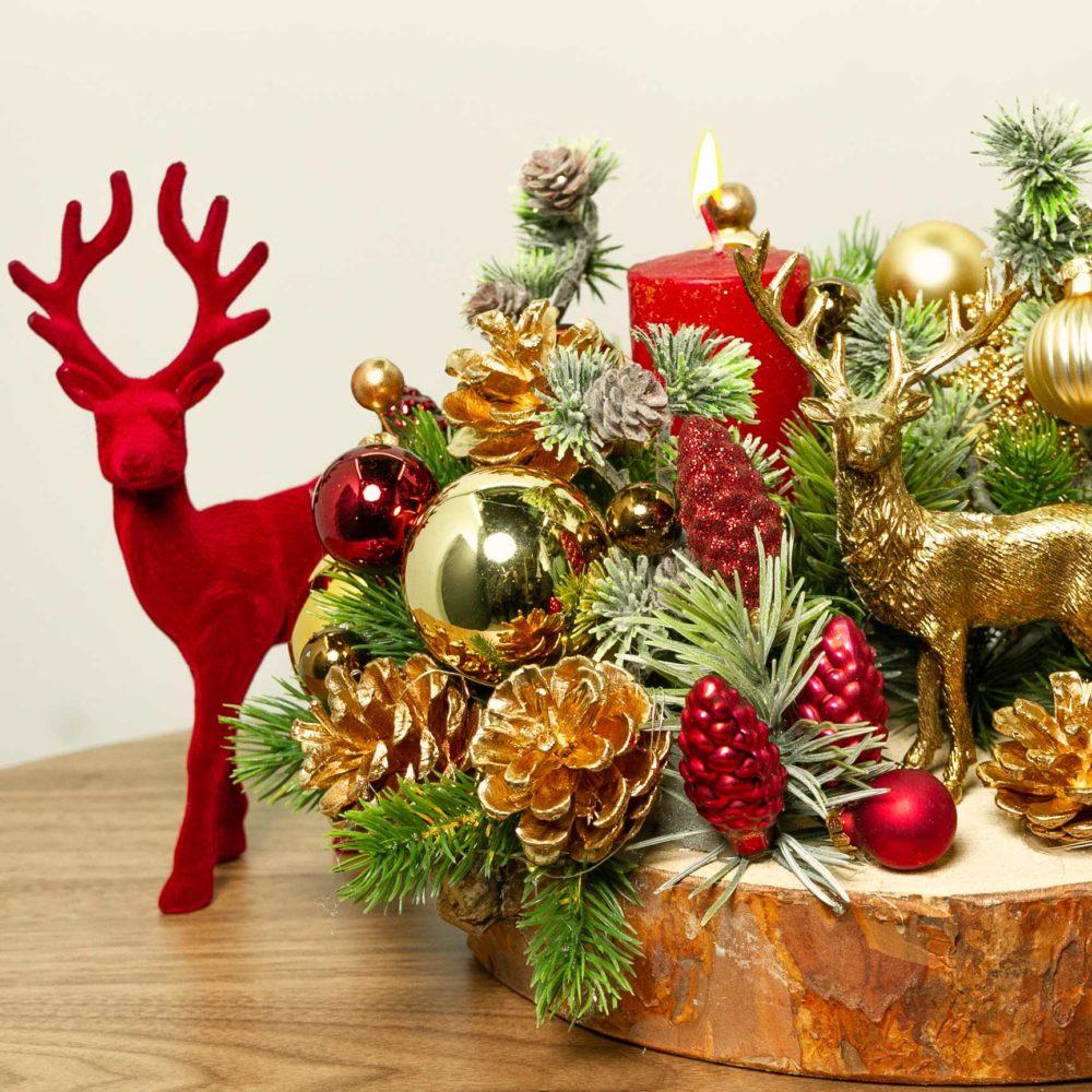 Новогодняя композиция с золотым оленем и свечой №32 - цветы в Спб