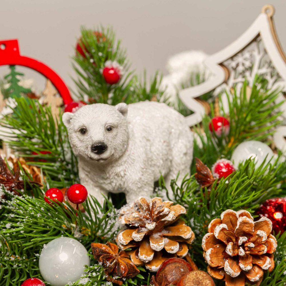 Новогодняя композиция с медведем, шишками и елкой №37 - цветы в Спб