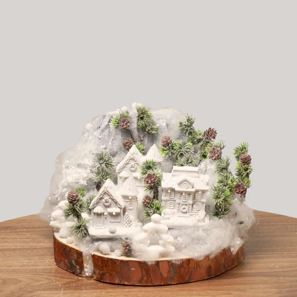 Новогодняя композиция в белой гамме с домиками №48 - купить цветы в Санкт Петербурге