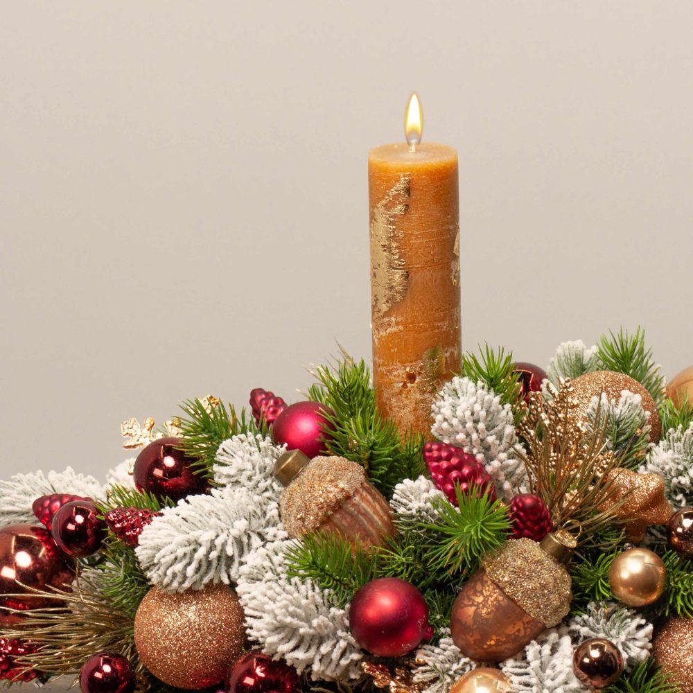 Новогодняя настольная композиция с двумя свечами №46 - цветы в Спб