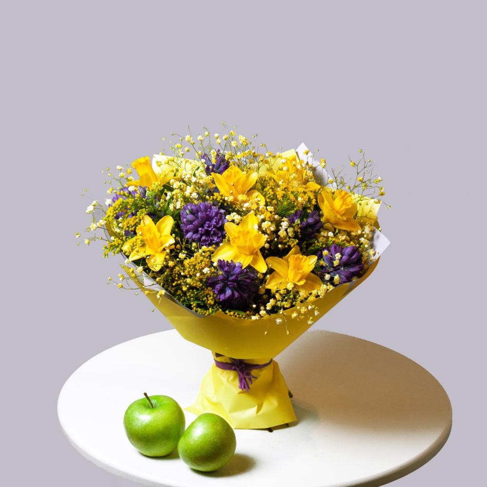 Букет с синими гиацинтами и нарциссами №59 - купить цветы в Санкт Петербурге