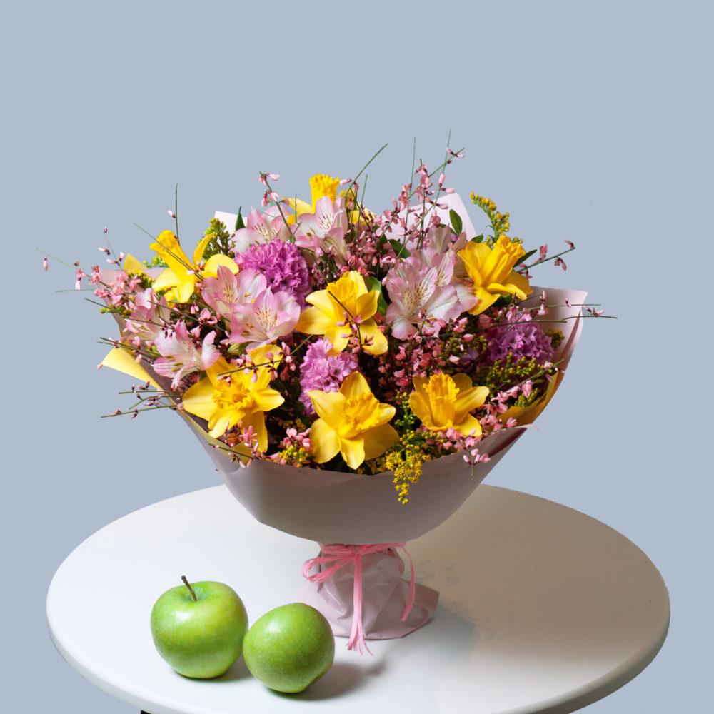 Букет с  розовыми гиацинтами и нарциссами №57 - купить цветы в Санкт Петербурге