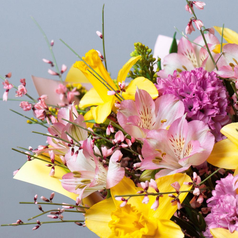 Букет с  розовыми гиацинтами и нарциссами №57 - цветы в Спб