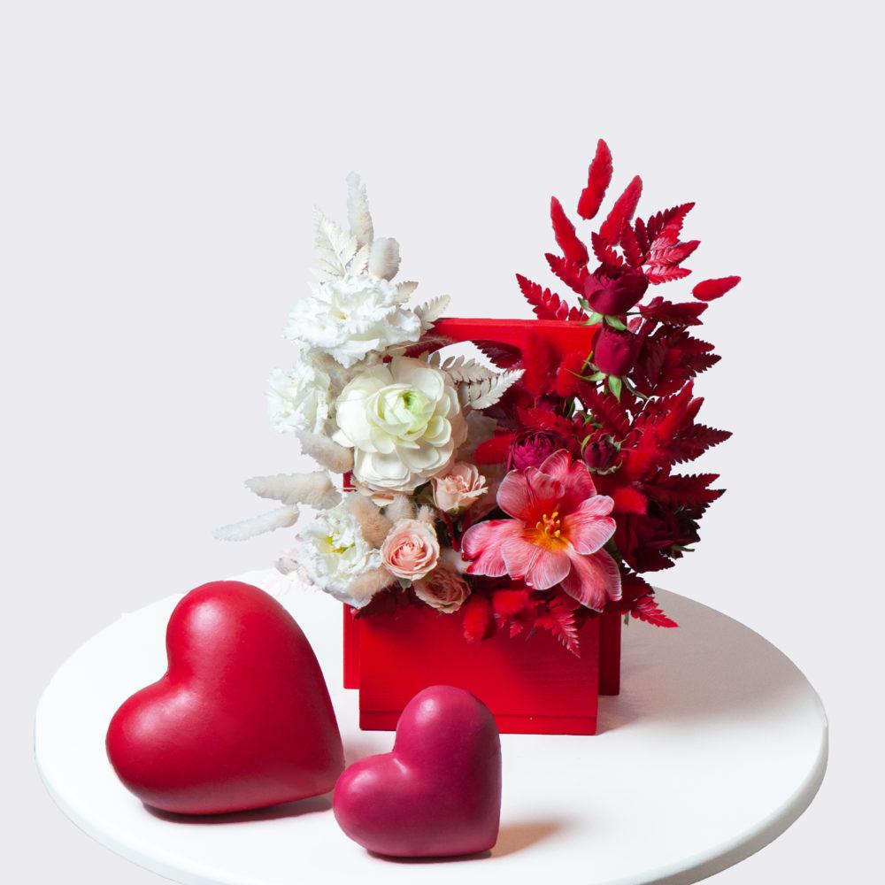 Ящик в красно-белой гамме №15 - купить цветы в Санкт Петербурге