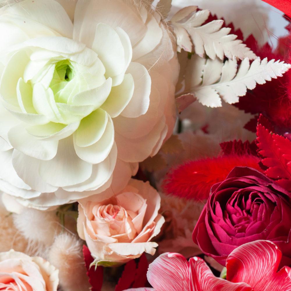 Ящик в красно-белой гамме №15 - цветы в Спб