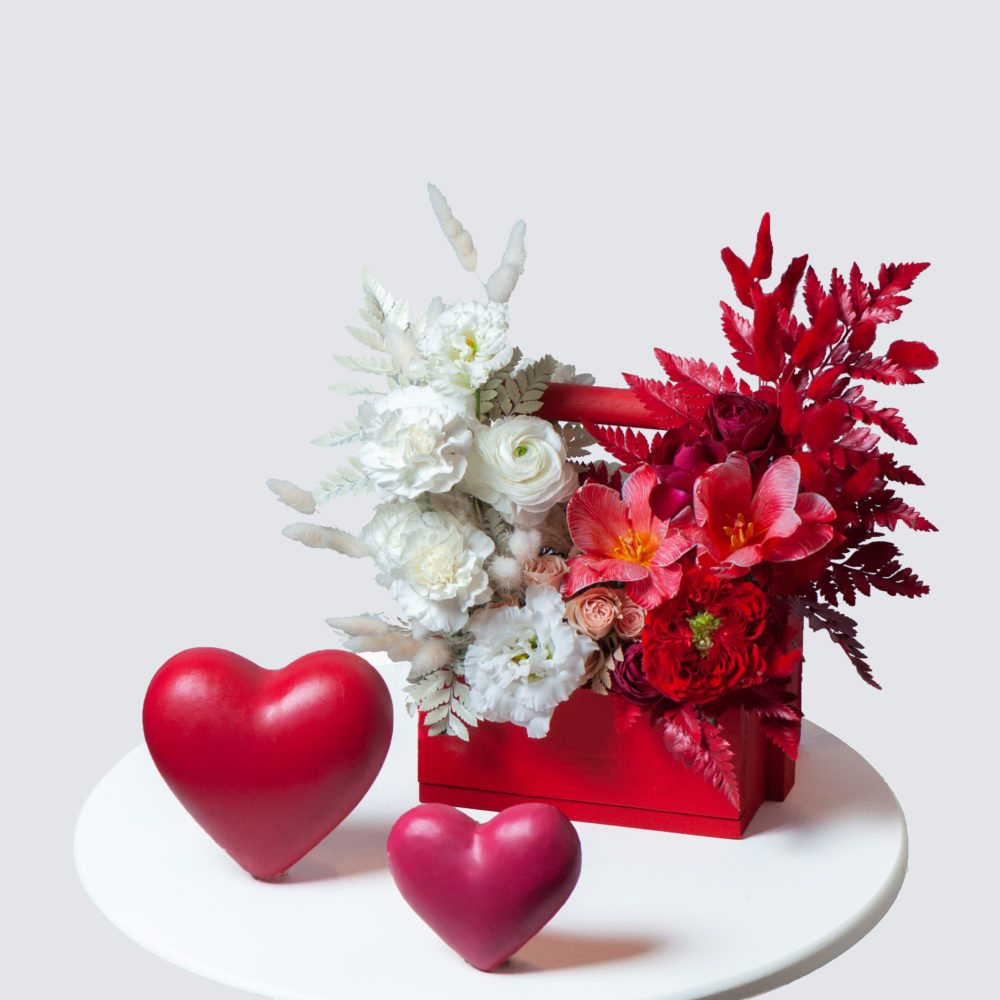Ящик в красно-белой гамме №14 - купить цветы в Санкт Петербурге