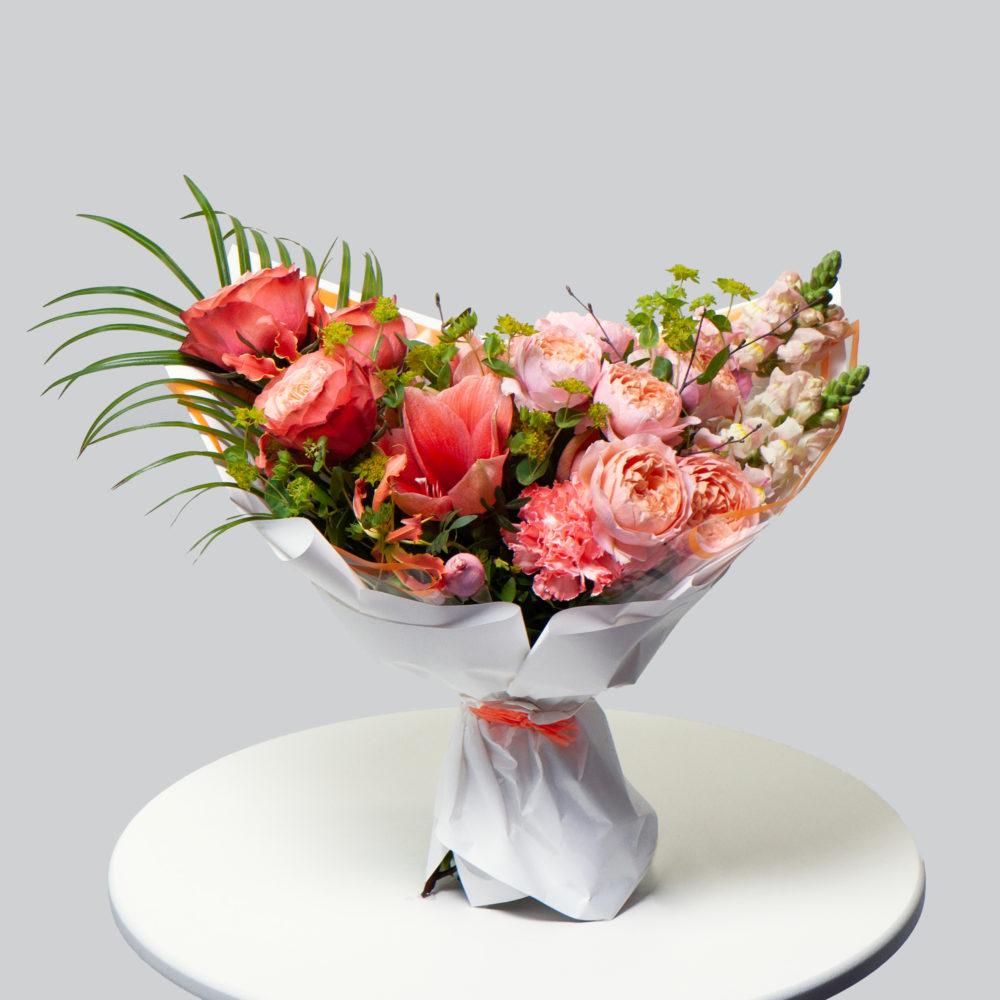 Букет с розами и антирринумом №39 - купить цветы в Санкт Петербурге