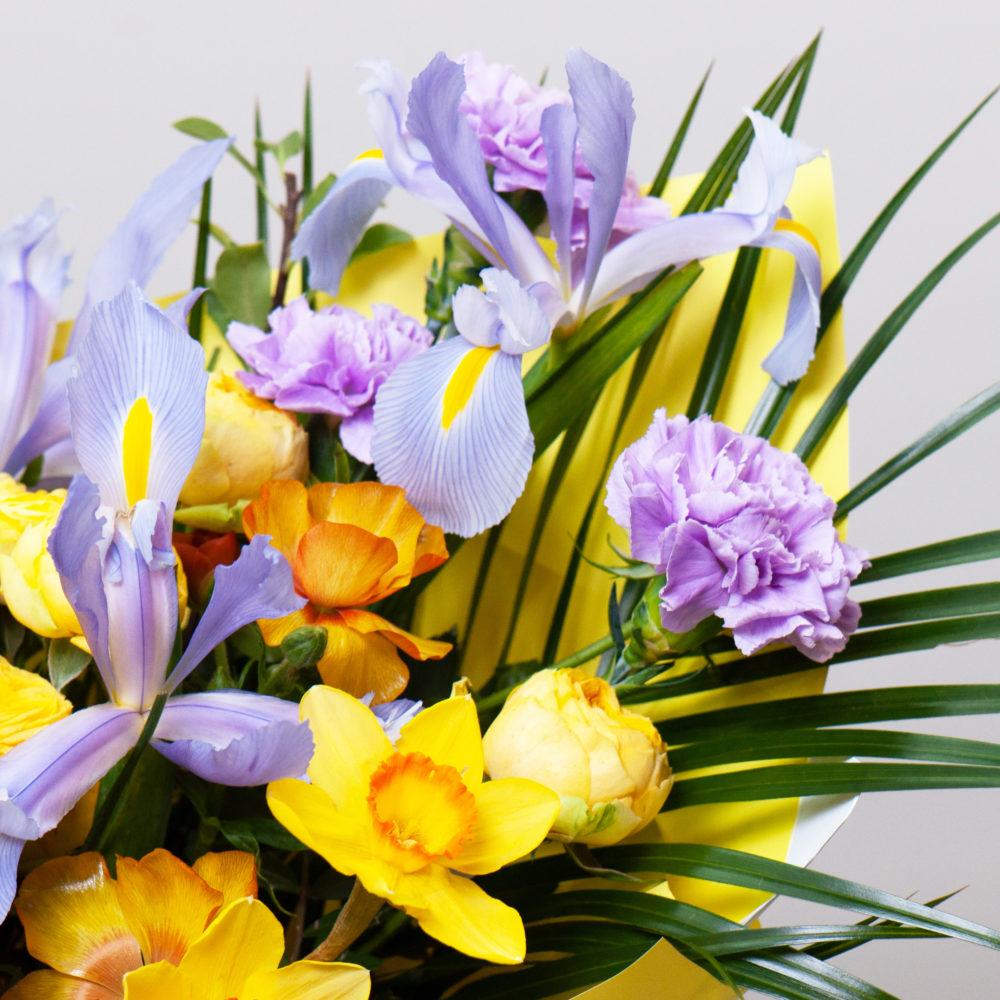 Букет с нарциссами и ирисами №40 - цветы в Спб