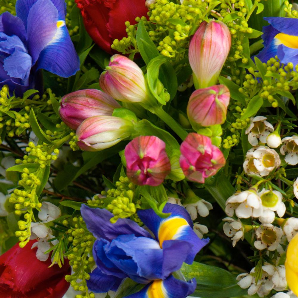 Круглый букет с разноцветными тюльпанами №44 - цветы в Спб