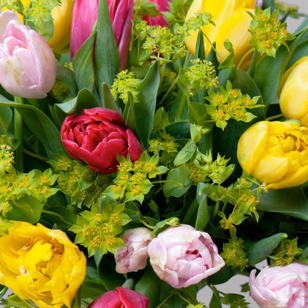 Круглый букет с разноцветными тюльпанами №42 - цветы в Спб