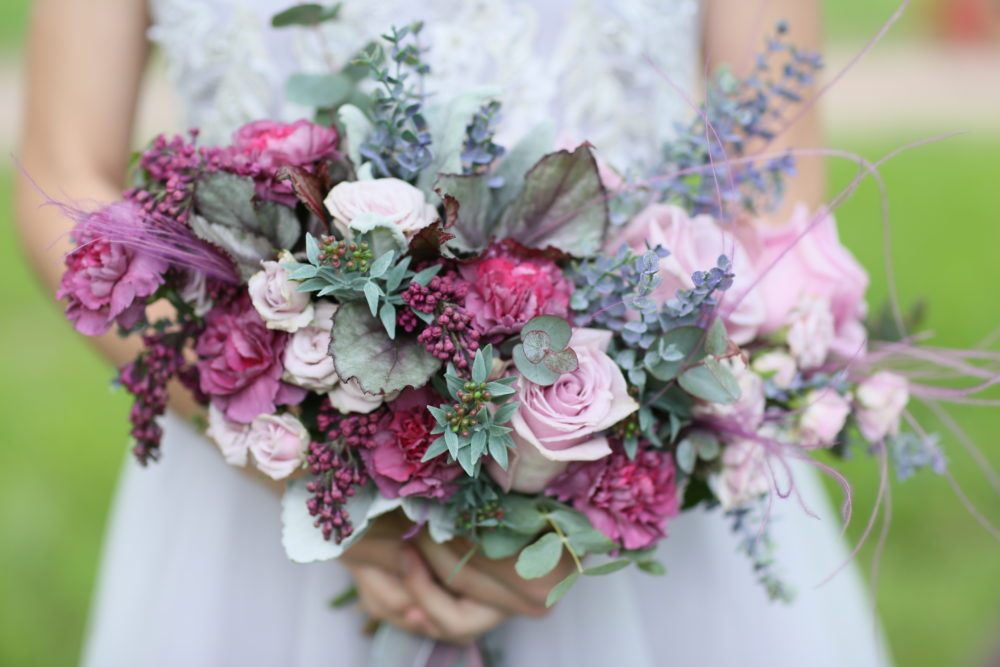Свадебный букет с сиренью и диантусами №1 - цветы в Спб