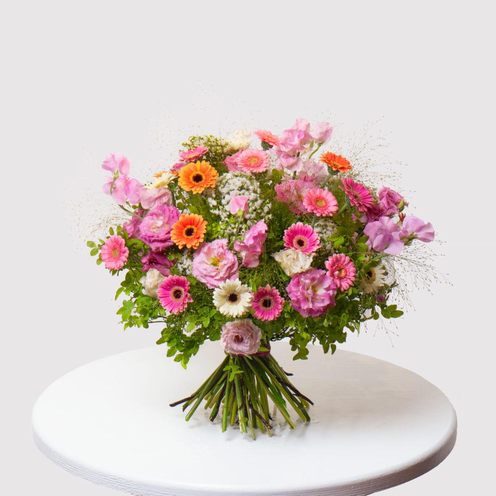 Круглый букет с душистым горошком и герберами №48 - купить цветы в Санкт Петербурге