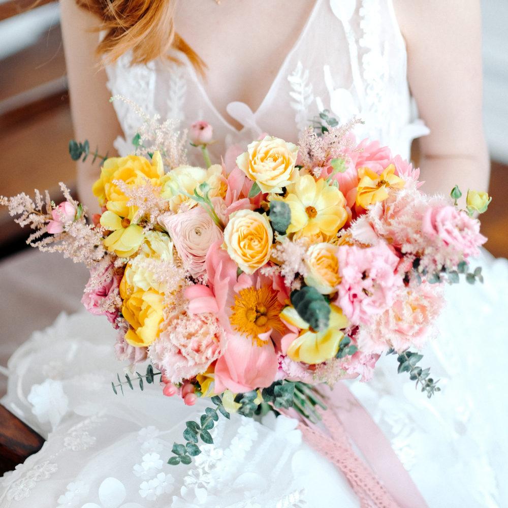 Свадебный букет с ранункулюсами и лизиантусом №2 - купить цветы в Санкт Петербурге