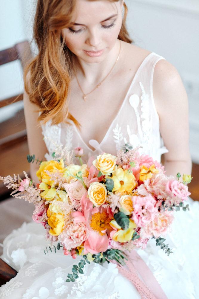 Свадебный букет с ранункулюсами и лизиантусом №2 - цветы в Спб