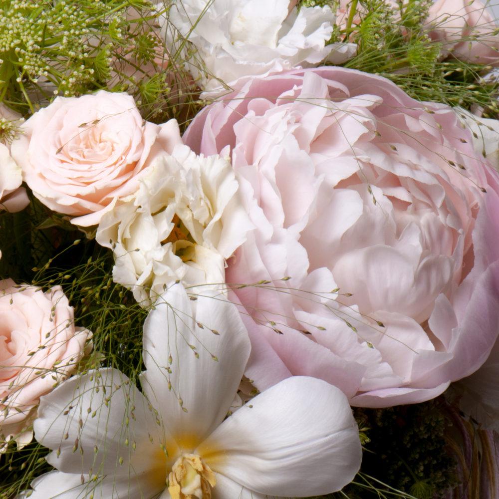Букет на каркасе в бело-розовой гамме №50 - цветы в Спб