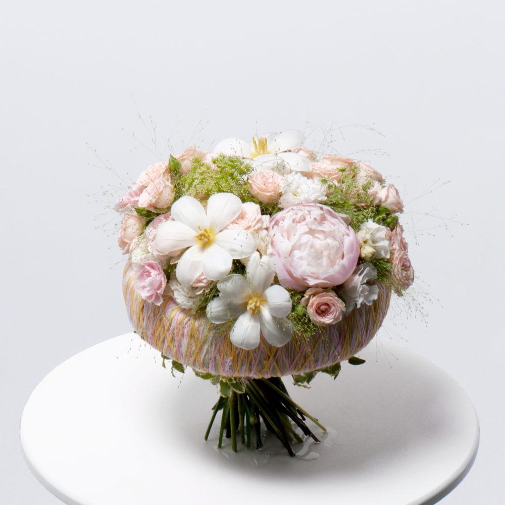 Букет на каркасе в бело-розовой гамме №50 - купить цветы в Санкт Петербурге