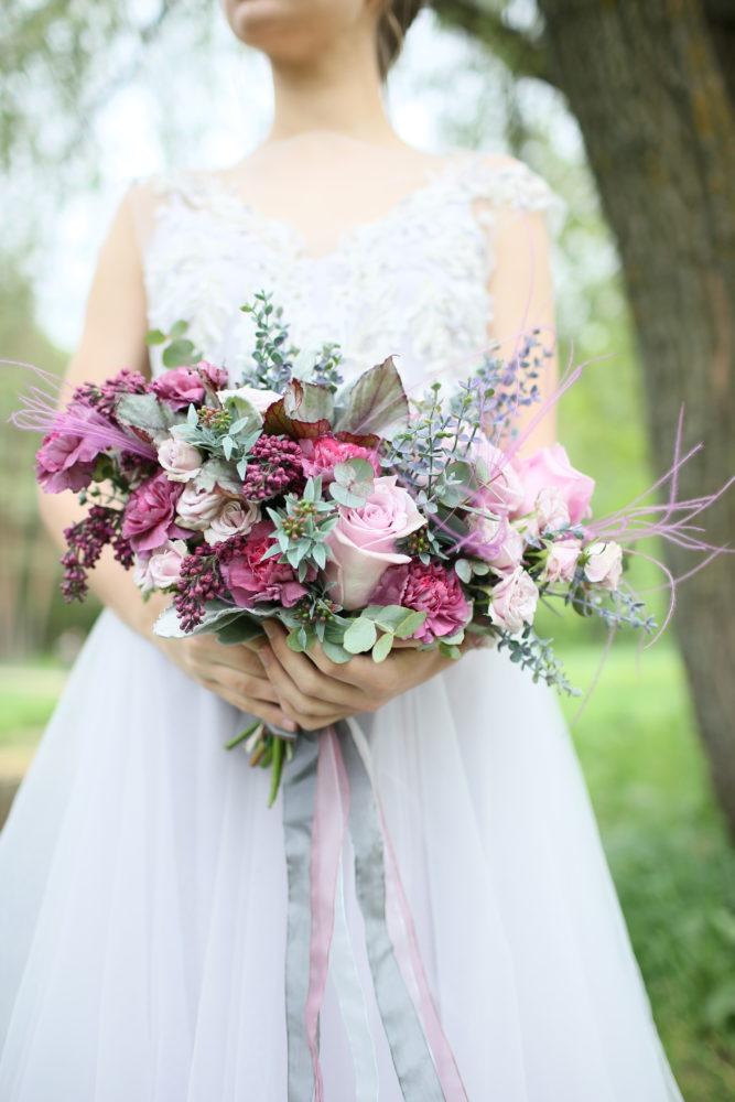 Свадебный букет с сиренью и диантусами №1 - купить цветы в Санкт Петербурге