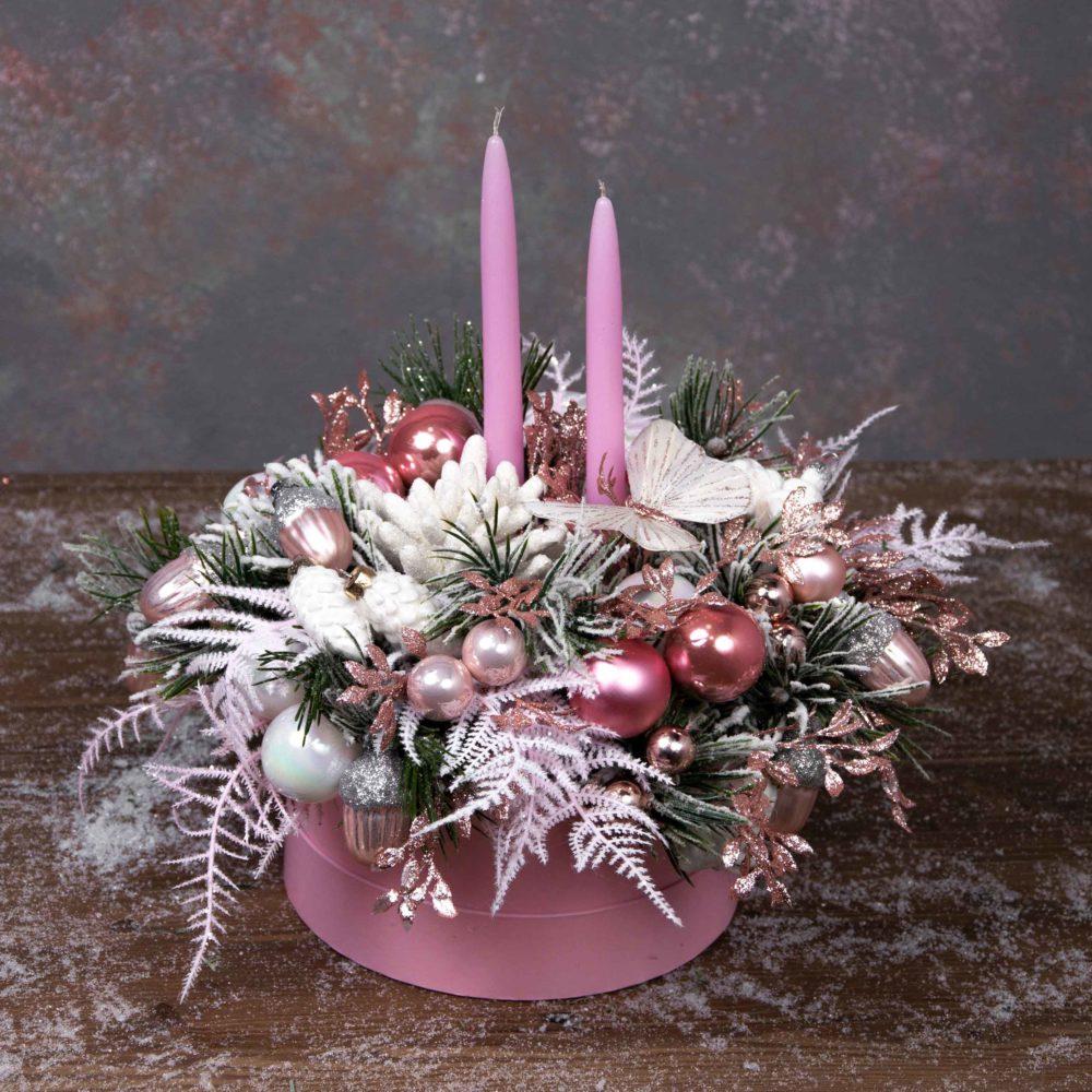 Новогодняя композиция из искусственной заснеженной ели в розовой гамме №1 - купить цветы в Санкт Петербурге