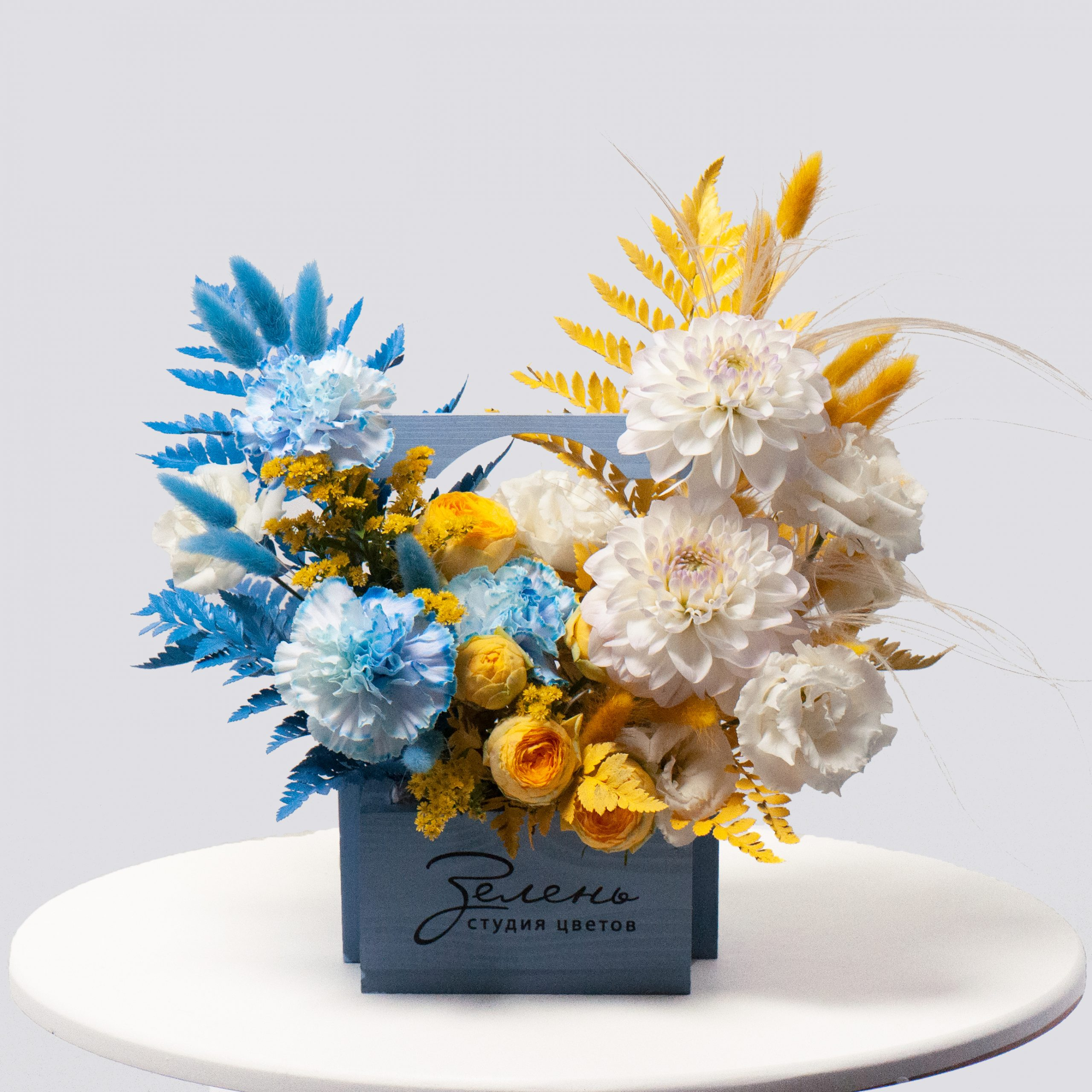 Ящик в сине-белой гамме №24 - купить цветы в Санкт Петербурге