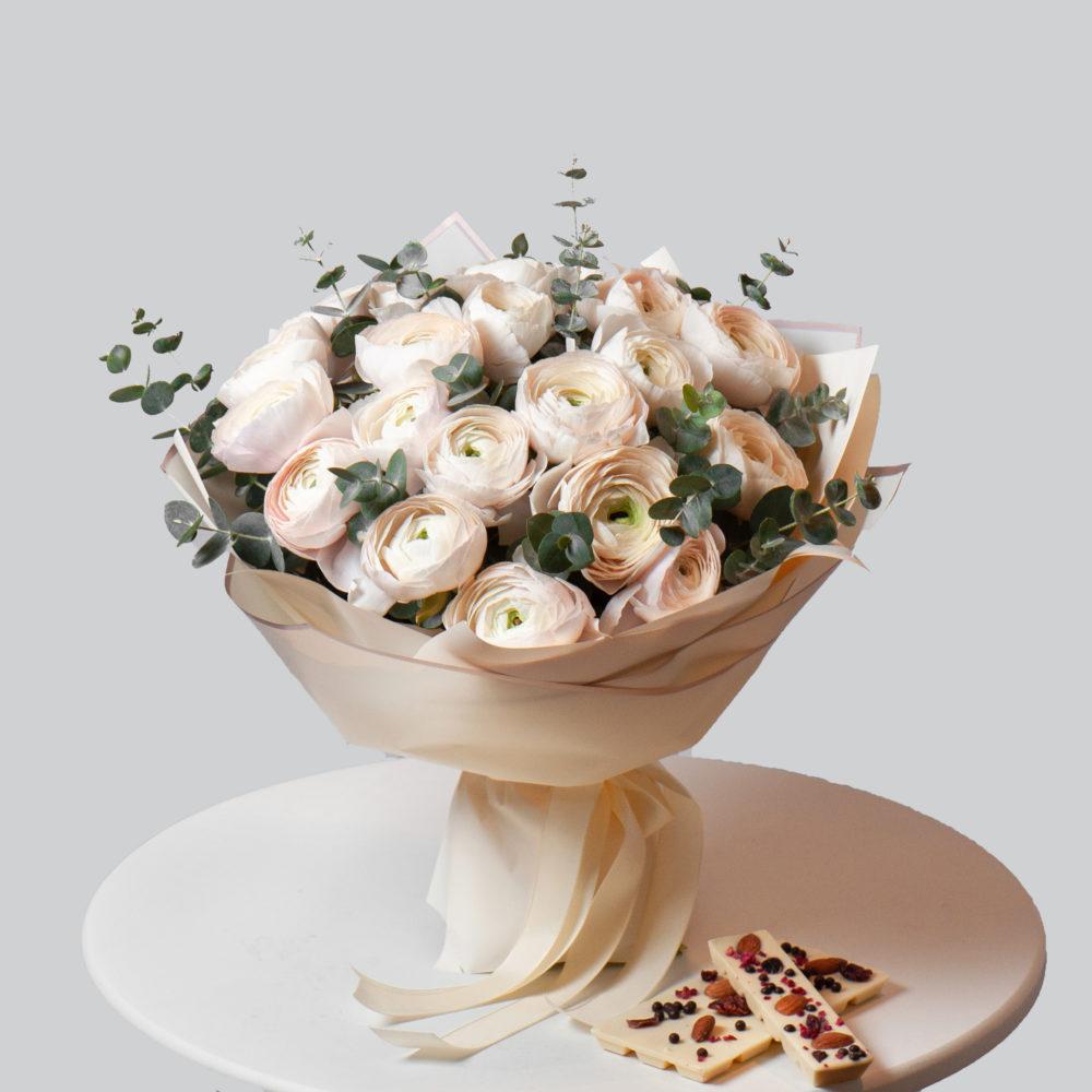 Монобукет из белых ранункулюсов №7 - купить цветы в Санкт Петербурге