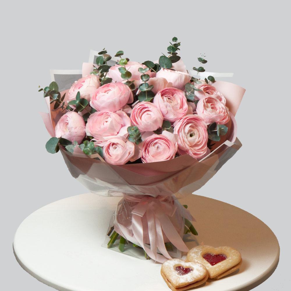 Монобукет из розовых ранункулюсов №8 - купить цветы в Санкт Петербурге