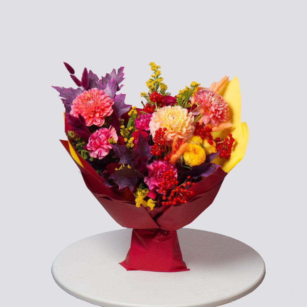 Букет с георгинами и солидаго №67 - купить цветы в Санкт Петербурге