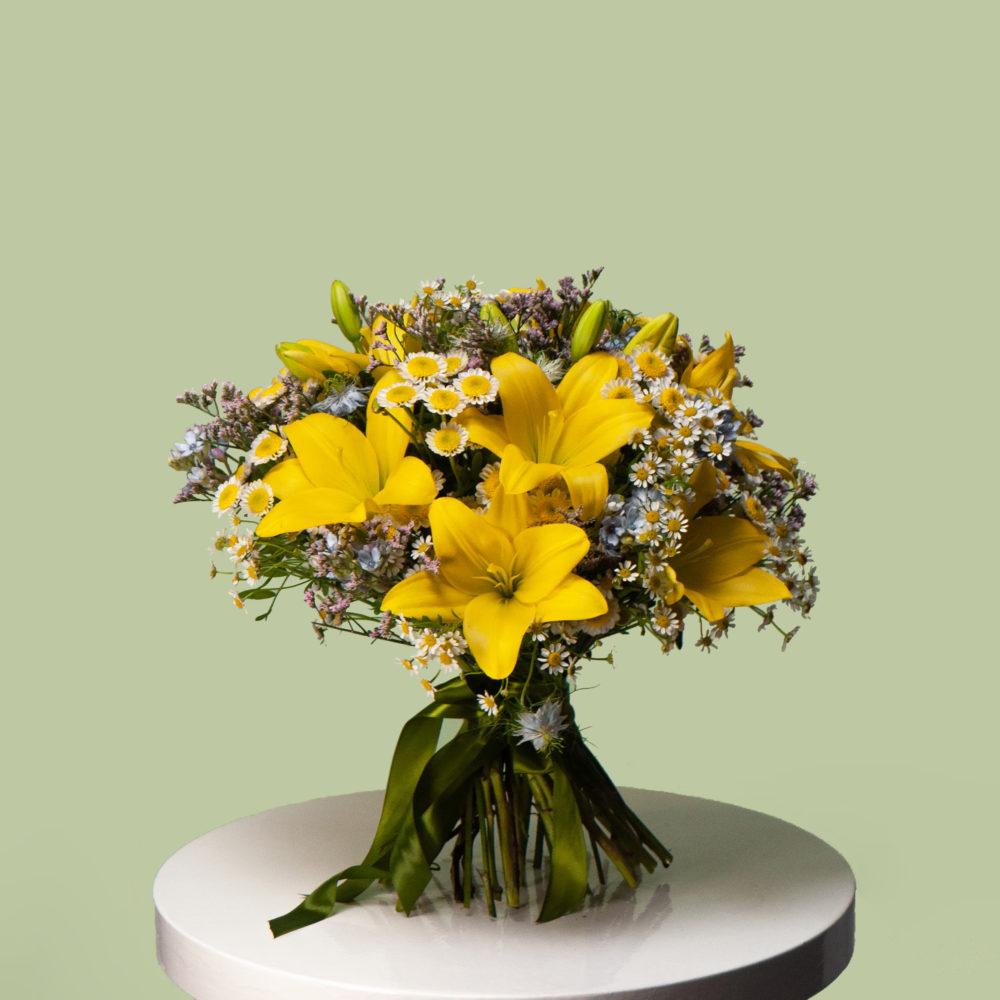 Круглый букет с желтыми лилиями №21 - купить цветы в Санкт Петербурге
