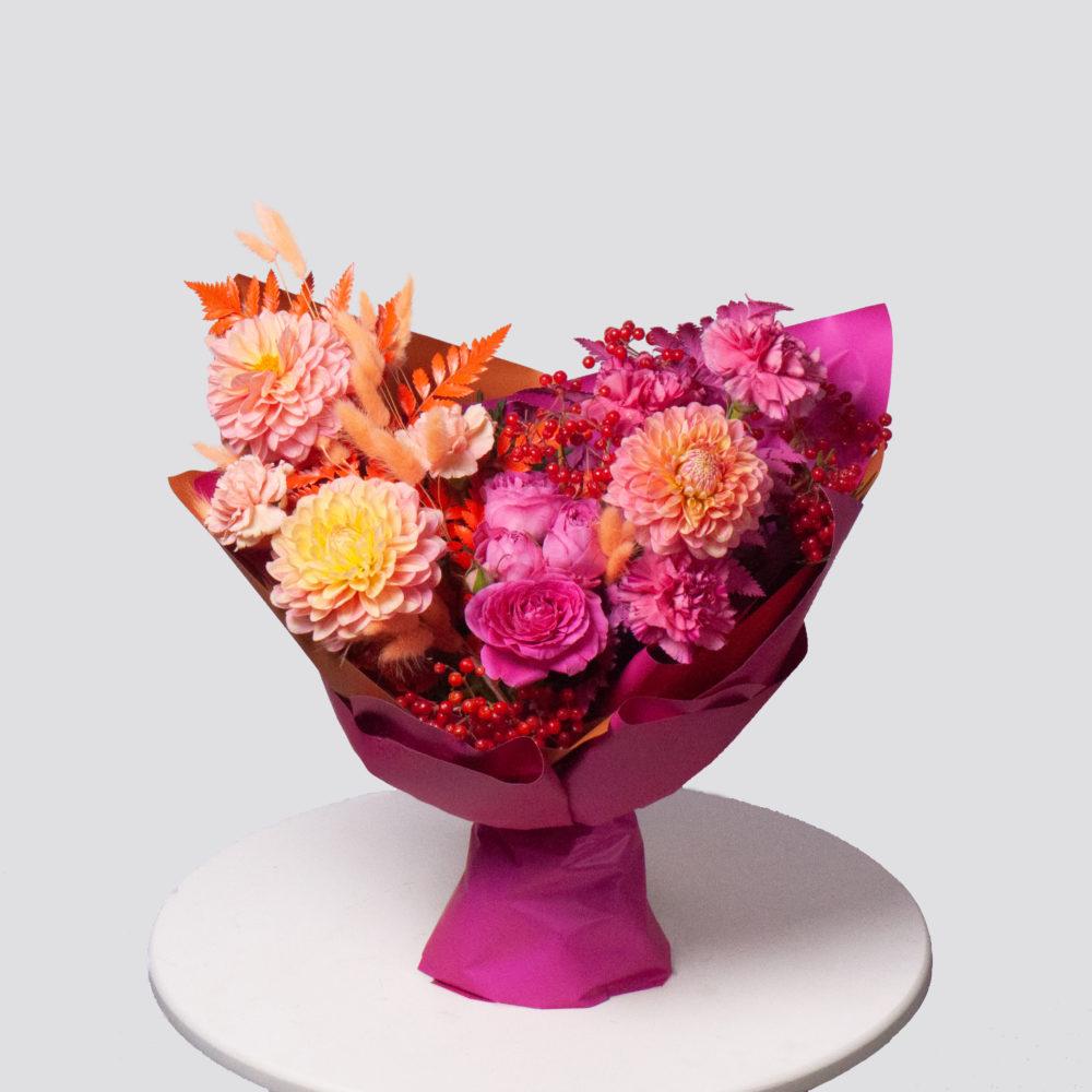 Букет в розовой гамме с георгинами и калиной №64 - купить цветы в Санкт Петербурге