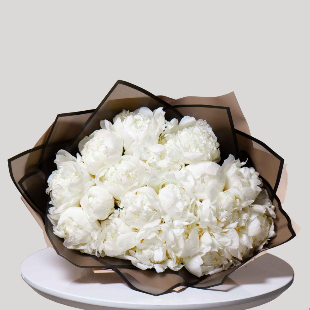 Моно букет из белых пионов №3 - купить цветы в Санкт Петербурге