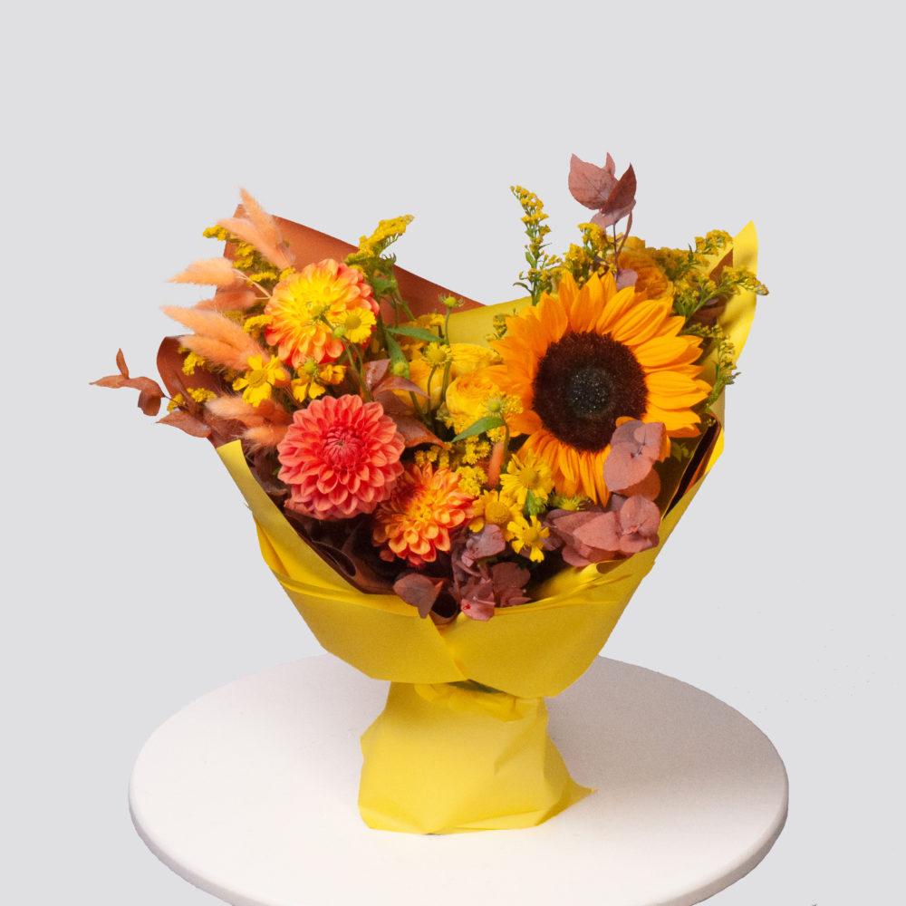 Букет в желтой гамме с подсолнухом №63 - купить цветы в Санкт Петербурге