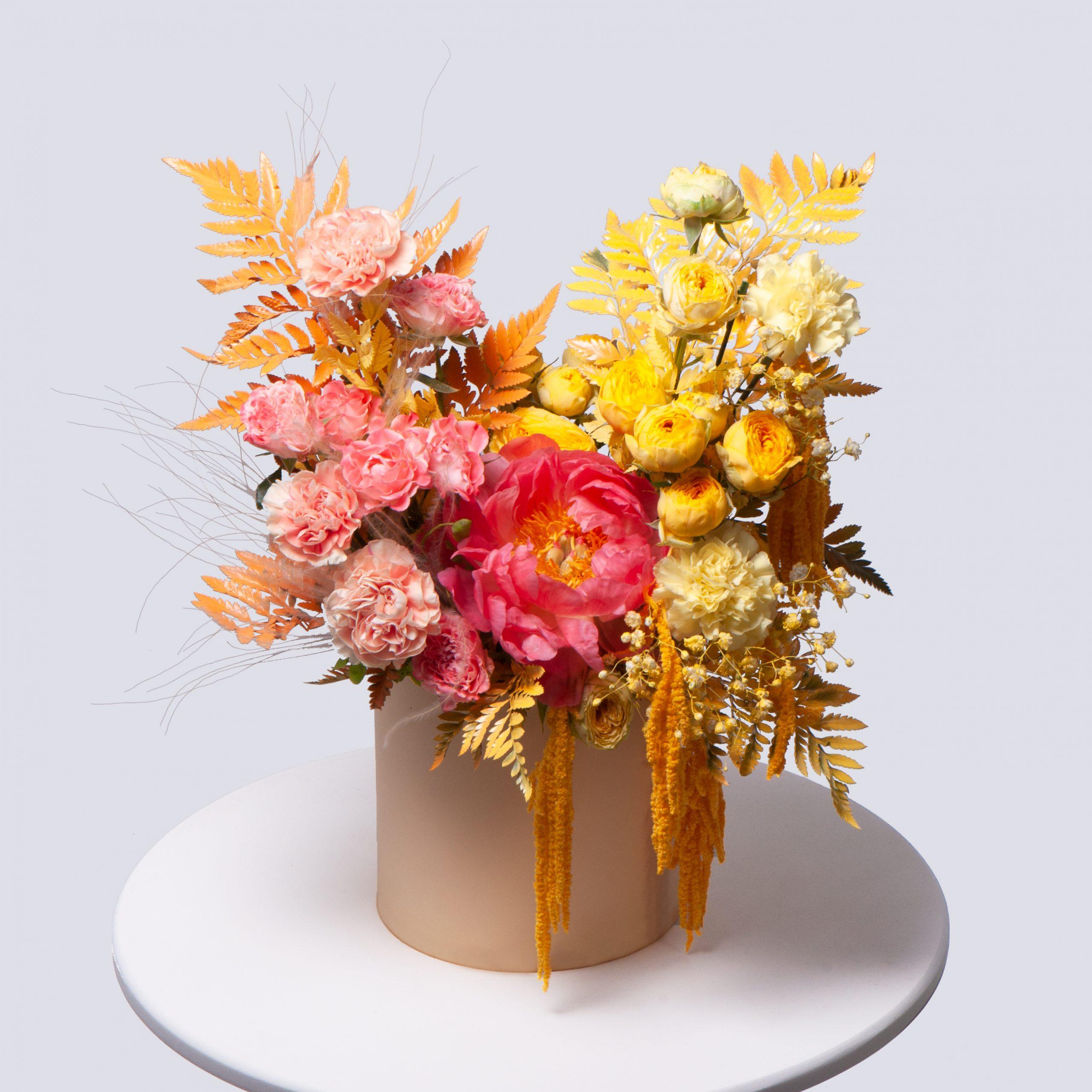 Коробка в розово-оранжевой гамме №5 - купить цветы в Санкт Петербурге