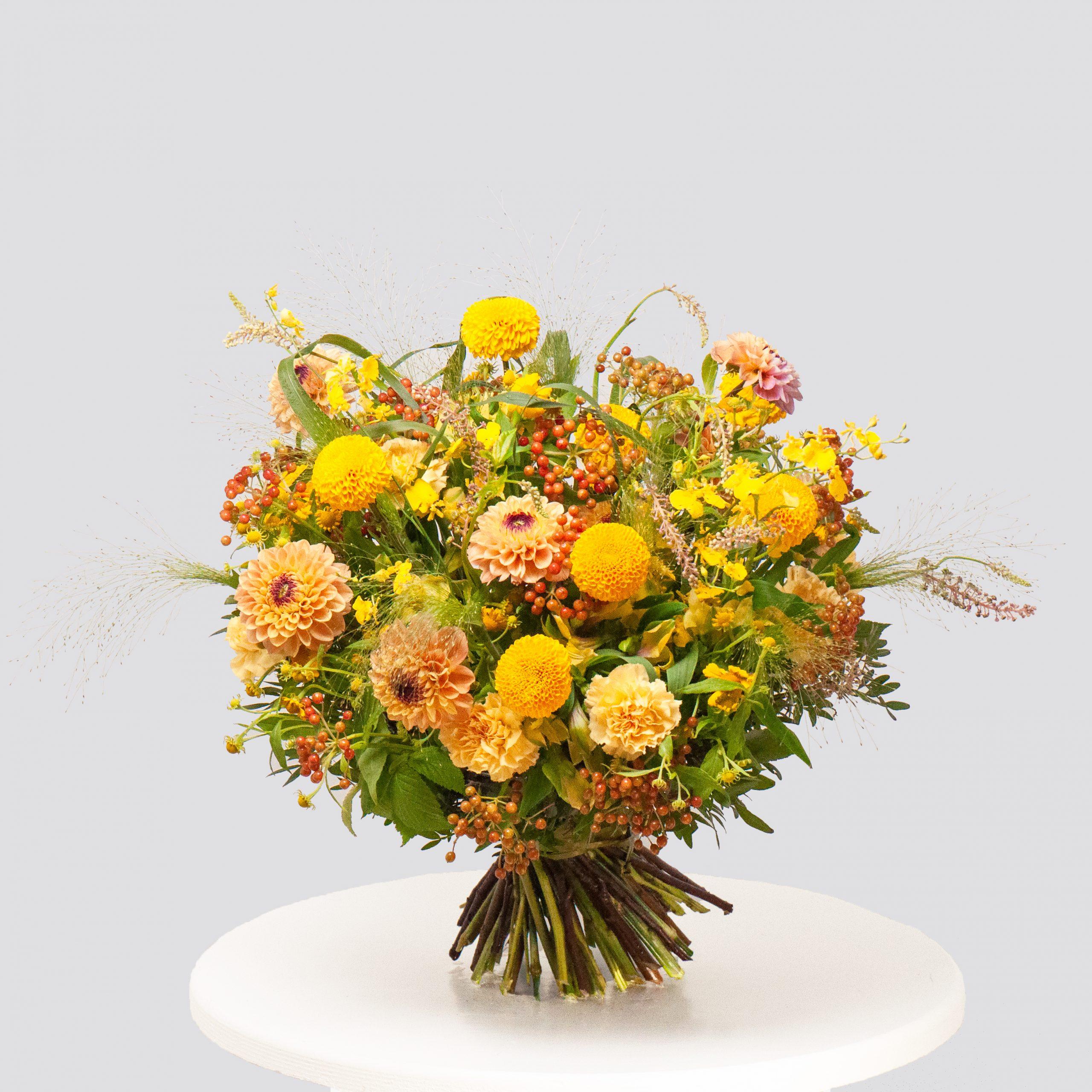 Круглый букет в желто-оранжевой гамме №60 - купить цветы в Санкт Петербурге