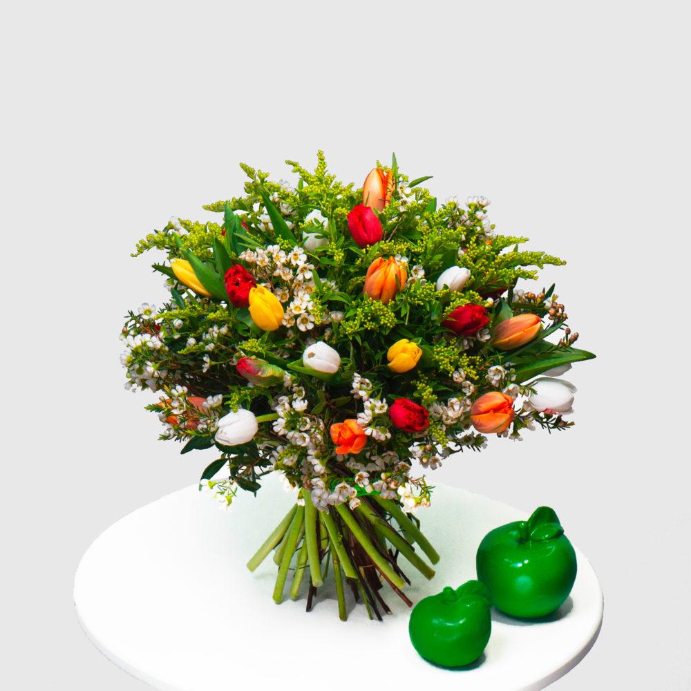 Круглый букет с разноцветными тюльпанами №42 - купить цветы в Санкт Петербурге