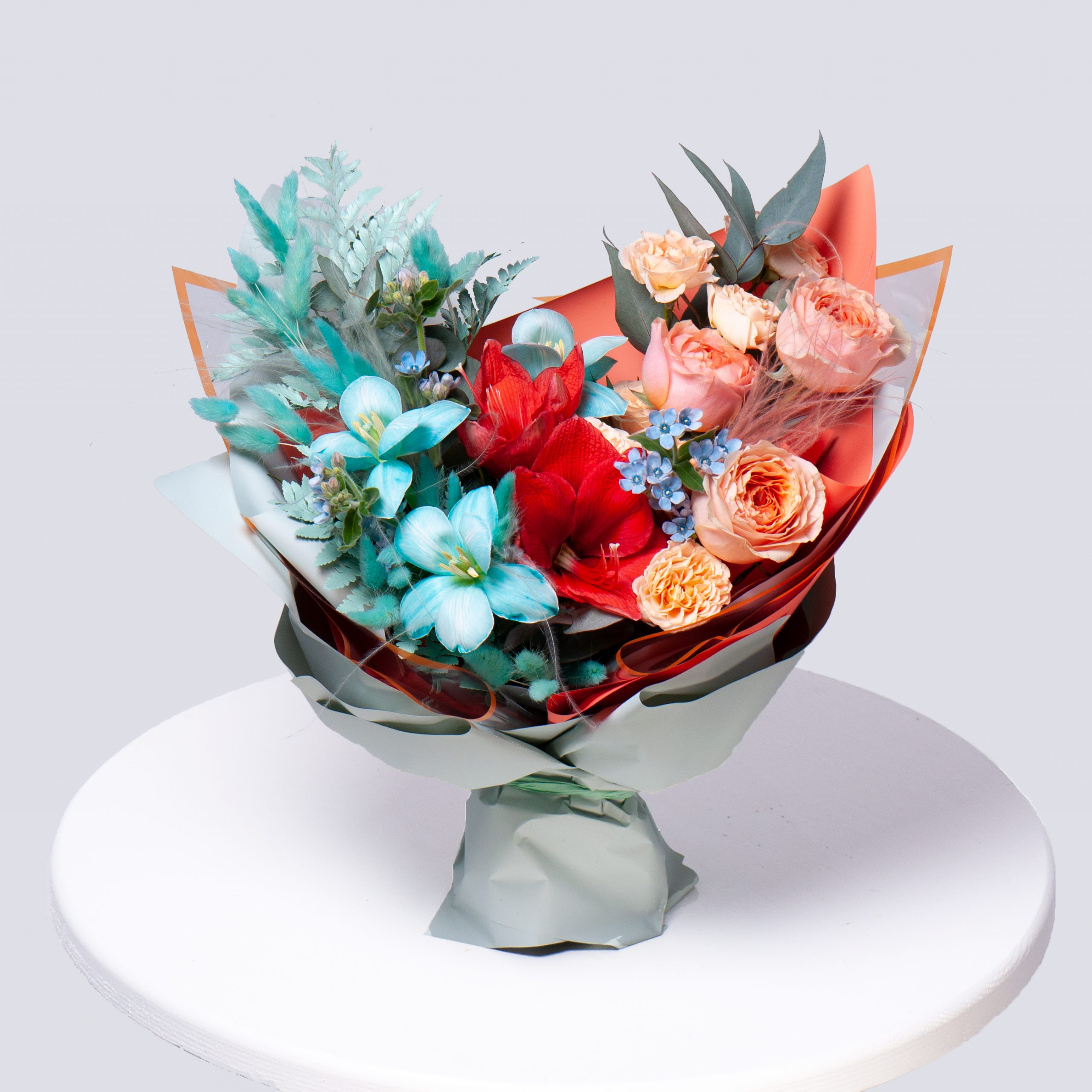 Букет в красно-голубой гамме №59 - купить цветы в Санкт Петербурге