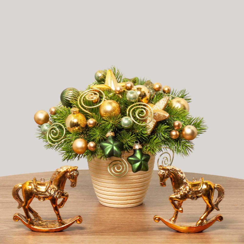 Новогодняя композиция с золотыми спиральками и звездами №30 - купить цветы в Санкт Петербурге