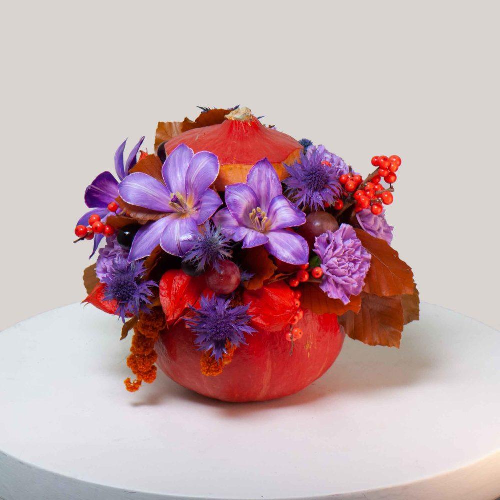Композиция в тыкве №1 - купить цветы в Санкт Петербурге